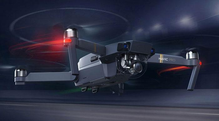 به نظر میرسد شرکت DJI به هیچ وجه برای کوادکوپتر مویک کم نگذاشته است. این پهپاد با وجود ابعاد کوچک و وزن کم دارای باتری بسیار پرقدرتی است که زمان پرواز آن را به 27 دقیقه میرساند. این پهپاد دوست داشتنی میتواند در مد اسپرت خود تا 65 کیلومتر بر ساعت سرعت بگیرد و از سوژههای در حال حرکت شما و یا حتی خودتان تصویربرداری کند.