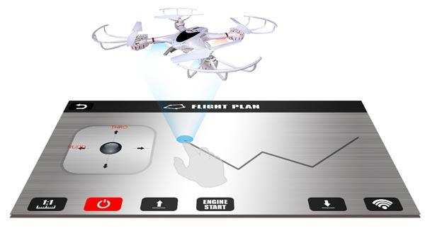 یکی دیگر از ویژگیهای قابل ذکر این کوادکوپتر و نرم افزار MJX، امکان پرواز پهپاد به صورت خودکار است. کافیست نرم افزار را باز کنید و مسیری که دوست دارید پهپاد شما آن را طی کند با انگشتانتان رسم کنید تا flight plan  شروع به کار کرده و کوادکوپتر شما را روی آن مسیر پرواز دهد.