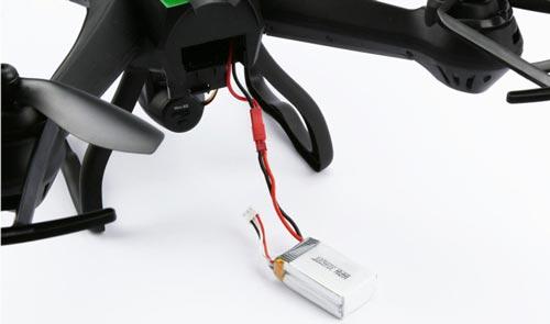 کوادکوپتر Cheerson CX-35 برای پرواز از یک باتری 7.4 ولت با ظرفیت 1300 میلیآمپر استفاده میکند که زمان پرواز آن را حدودا 6 تا 7 دقیقه تامین میکند. این باتری برای شارژ مجدد تقریبا به 100 دقیقه زمان احتیاج دارد ، بنابراین می توانید برای افزایش زمان پرواز خود از باتریهای یدک استفاده کنید.