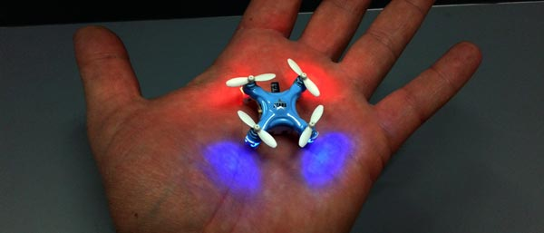 شاید باور نکنید که کوادکوپتری به این ابعاد دارای چراغهای کوچکی برای پرواز در تاریکی هم باشد. اما جالب است بدانید که کوادکوپتر cheerson CX-Stars دارای 4 LED بسیار کوچک و در عین حال پرنور است که در دو رنگ باعث ایجاد امکان موقعیت یابی و حتی جهت یابی پهپاد در فضاهای کم نور میشوند.