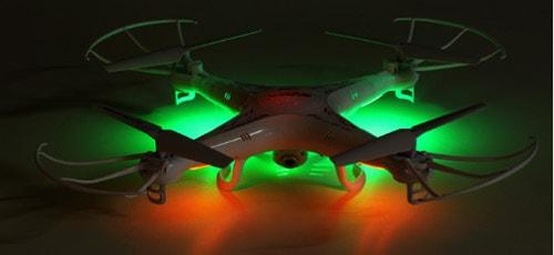 این کوادکوپتر همچنین دارای چراغ های چشمک زنی است که به خلبان امکان می دهد آن را به خوبی در شب و نور کم پرواز دهد. با کمک چراغ های سبز و قرمز syma X5C قادر خواهید بود مکان و همچنین جهت این پهپاد را در آسمان شب به راحتی تشخیص دهید.